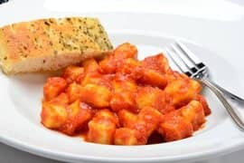 Gnocchi with tomato sauce and a slice of garlic bread