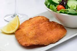 Milanesa with salad